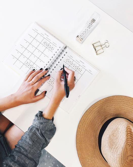 Productif en travaillant de chez vous planning flatlay